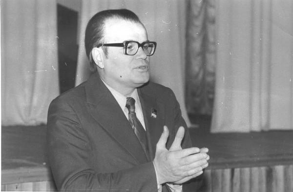 1975 р. М.Братан виступає перед учителями