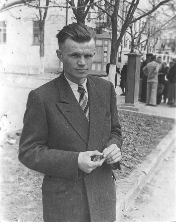 1959 р. Молодий поет
